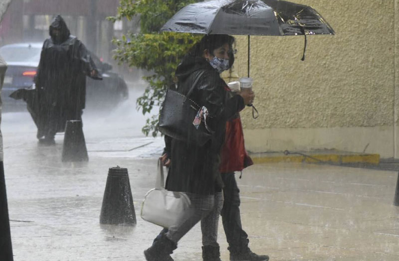 Personas lluvia